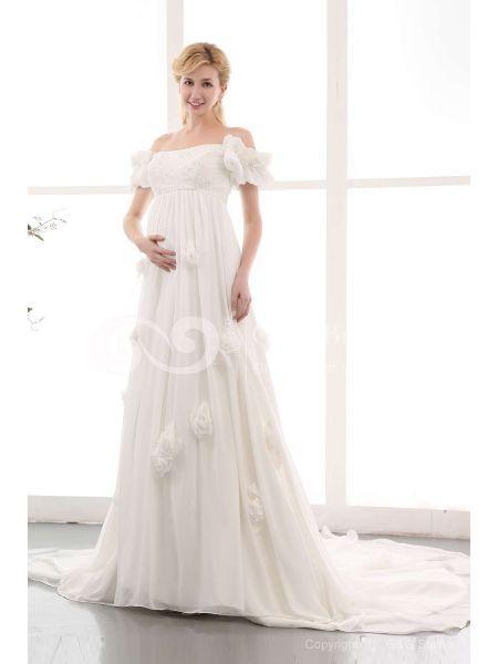 Il comfort è la prima cosa da considerare quando si sceglie i vostri abiti da sposa di maternità. Solo comodo da indossare materiali dovrebbe essere nella vostra lista considerare, chiffon è una buona scelta. Per quanto riguarda il taglio, impero fa meglio di tutti gli altri. La vita alta tagliare in abito richiama l'attenzione dal vostro stomaco. http://www.abitidesposa.com/16146-abito-da-sposa-in-pizzo-portrait-chiffon-bianco-di-perline-if20qv804.html
