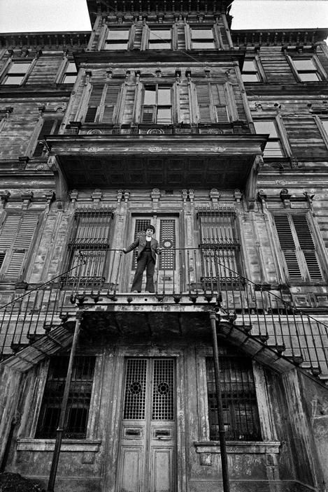 Magnum Photos- Ara Guler TURKEY. 1985. An old mansion at Kandilli.