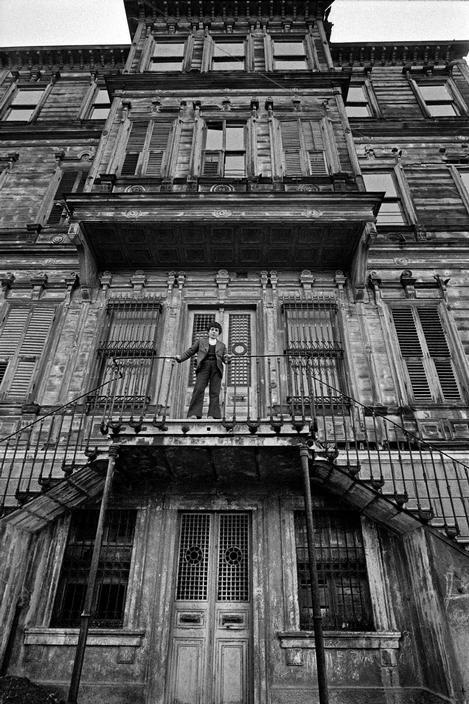 Magnum Photos- Ara Guler TURKEY. 1985. An old mansion at Kandilli.