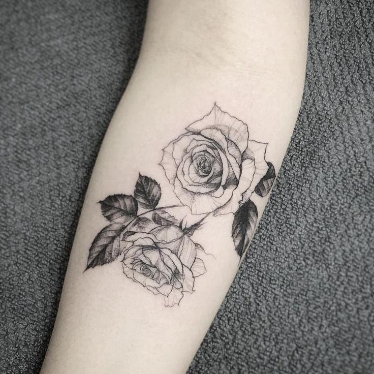 die 25 besten ideen zu kleine rose tattoos auf pinterest kleines tattoo rosentattoos und. Black Bedroom Furniture Sets. Home Design Ideas
