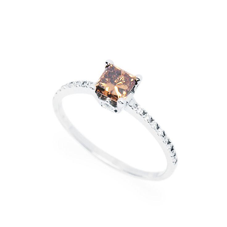 Természetes konyak színű gyémánttal foglalt eljegyzési gyűrű - Natural cognac color diamond set in white gold