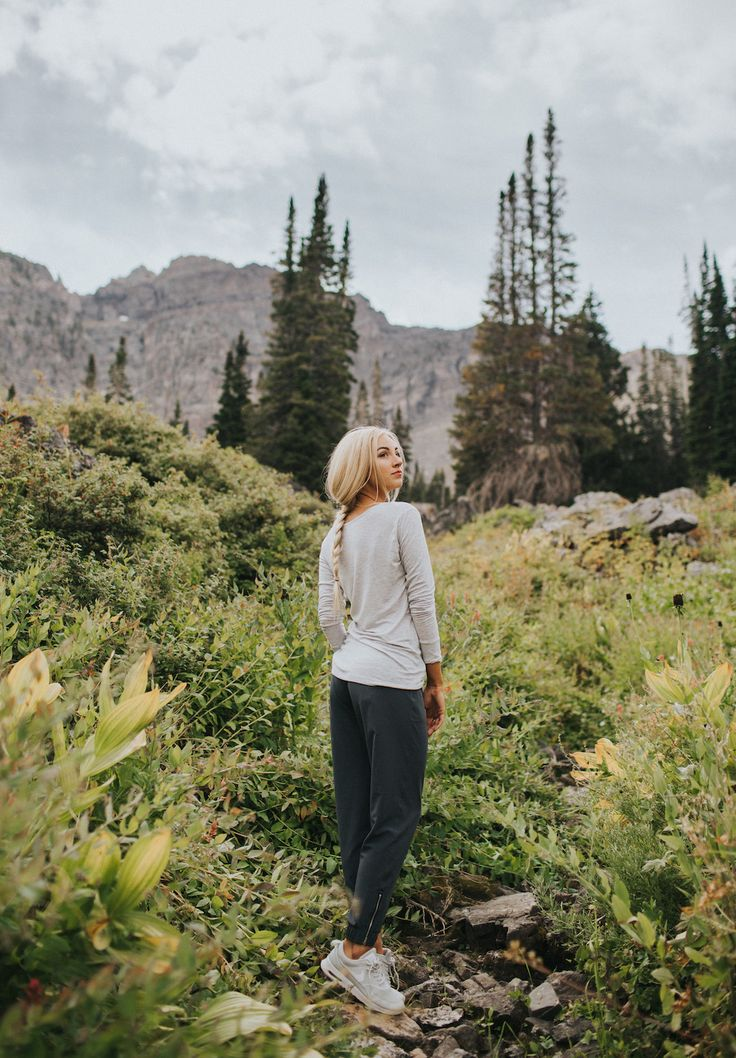 SHOP HERE! The search for the perfect fall outfit ends here! Pair our ultra soft and cozy Oatmeal Go Long Crew with our slimming, chic Granite Jetsetter Pants. You'll feel warm, comfy, stylish and sporty. Dress it up with a cute bootie or wear it on a casual night in with your favorite tennis shoes. To see more fall fashion inspo, head to albionfit.com | @albionfit
