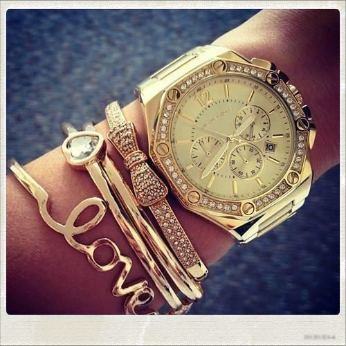 Sooo cutee(:Gold Arm Candy, Arm Party, Gold Bracelets, Michael Kors Watches, Gold Watches, Accessories, Gold Jewelry, Arm Candies, Arm Parties