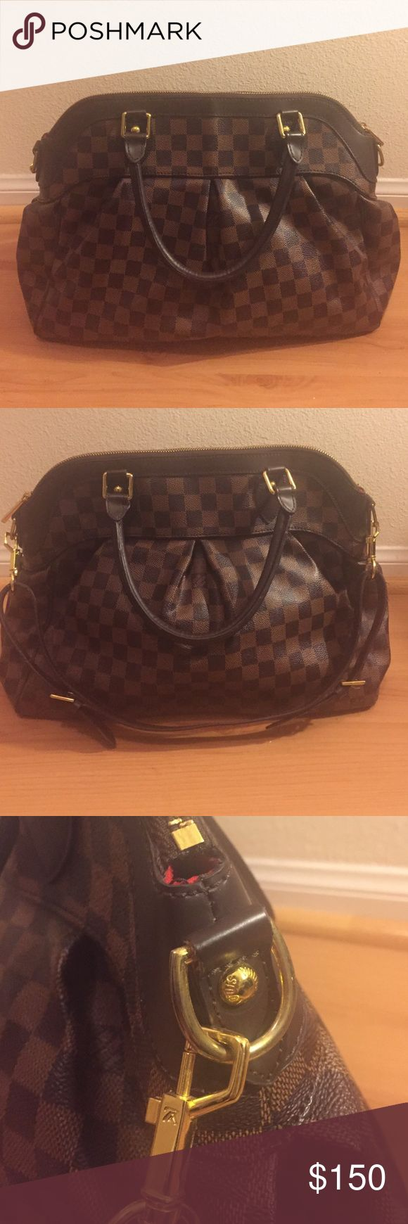 Gorgeous checker bag. Almost new LV bag ♦️not authentic♦️looks brand new. No scratches anywhere on the bag. Inside is also pretty clean Louis Vuitton Bags Shoulder Bags