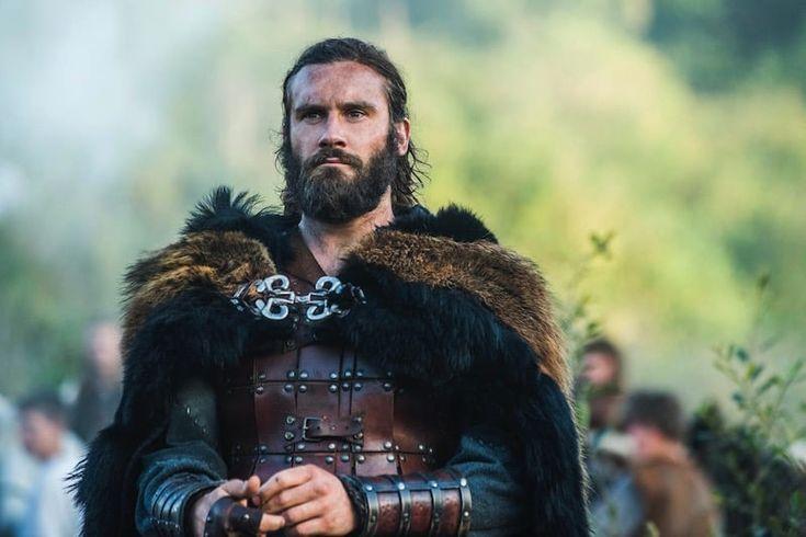 Hace poco ha comenzado una nueva temporada de la serie Vikingos, donde asistimos al giro dado a la historia gracias al personaje de Rollo, que aquí se nos muestra como hermano del rey Ragnar Lothbruk. En realidad el personaje, al igual que muchos otros de la serie, está inspirado en una persona