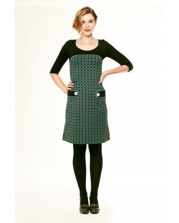Retro dress -Tante Betsy.com Would put the tabs higher, but perfect for the camino cap. Now to hacking sleeves...