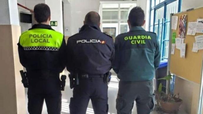 Una Persona Ha Sido Detenida Y 135 Propuestas De Sanción Por Parte De La Policía Local Policía Nacional Y Guardia Civ Policia Nacional Guardia Civil Policía