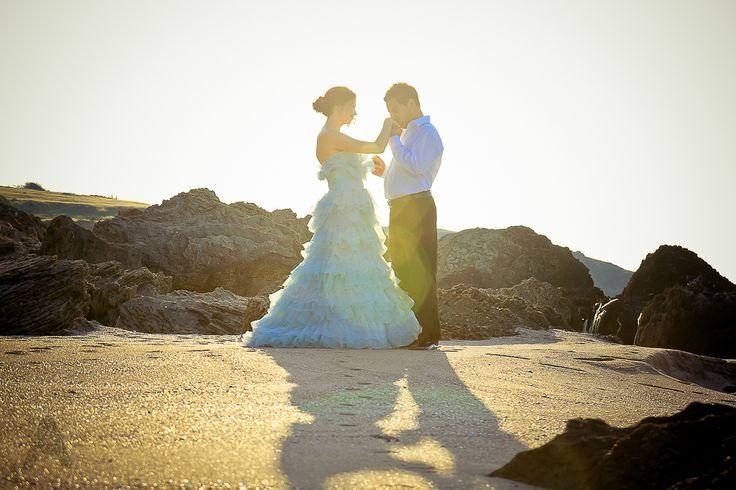Düğün sonrası trash the dress fotoğraf çekimi. Muhteşem plaj fotoseansı