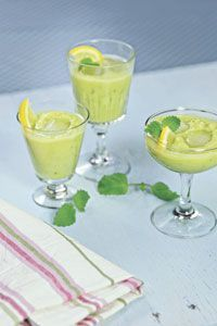 Vihreä omena-päärynä-avokado aamusmoothie | Reseptit | Valintatalo