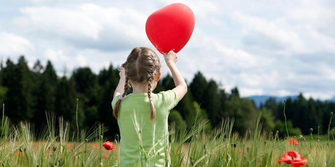 Studien beweisen: Ein Nasenballon als Hausmittel gegen Ohrenschmerzen erhöht den Druck im Ohr und kann so den klebrigen Schleim lösen