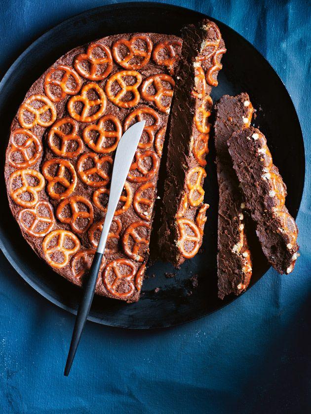dark chocolate pretzel cake @donnahayhome #chocolate #cake