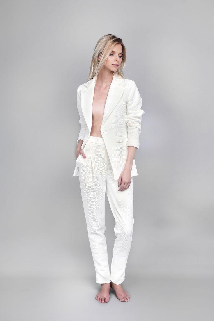 #OanaPop #fashion #fashionbrand #fashionstyle #fashioncatalog #fashionphotography #suit #whitesuit  Photo: Anca Cheregi Model: Cristina Oltean  Mua: Ioana Malai