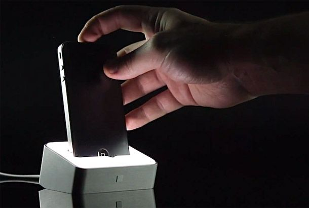 iPhoneドックの進化系「Lumawake」   roomie(ルーミー)