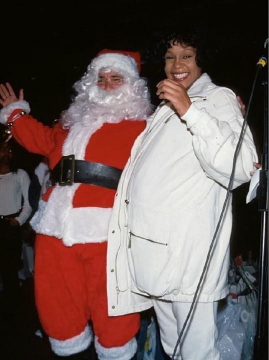 Whitney Houston - mommy to be