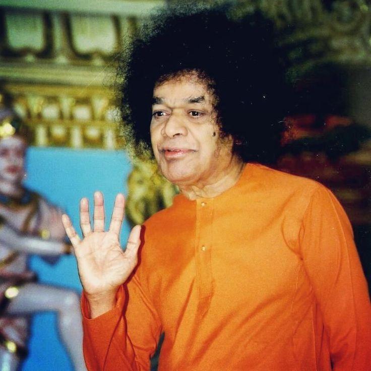 É uma realização sem sentido ter o Nome do Senhor nos nossos lábios durante nossos últimos momentos. Isso necessita uma prática de muitos anos baseada em fé arraigada e um caráter forte sem ódio avareza e orgulho - pois o pensamento em Deus pode sobreviver somente num coração puro. Mas nós nunca sabemos qual momento pode ser o último. Portanto qualquer um deve sempre se manter cantando o Nome do Deus e cultivando boas qualidades.  Sathya Sai Baba - 18/03/2004  #SathyaSai  #saibhakta