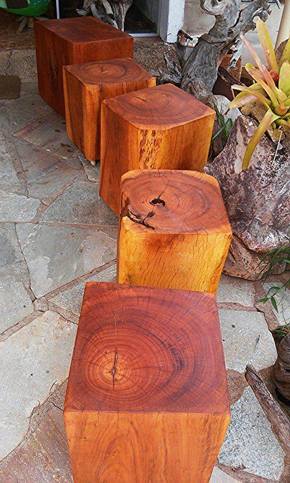 Bancos de madeira maciça