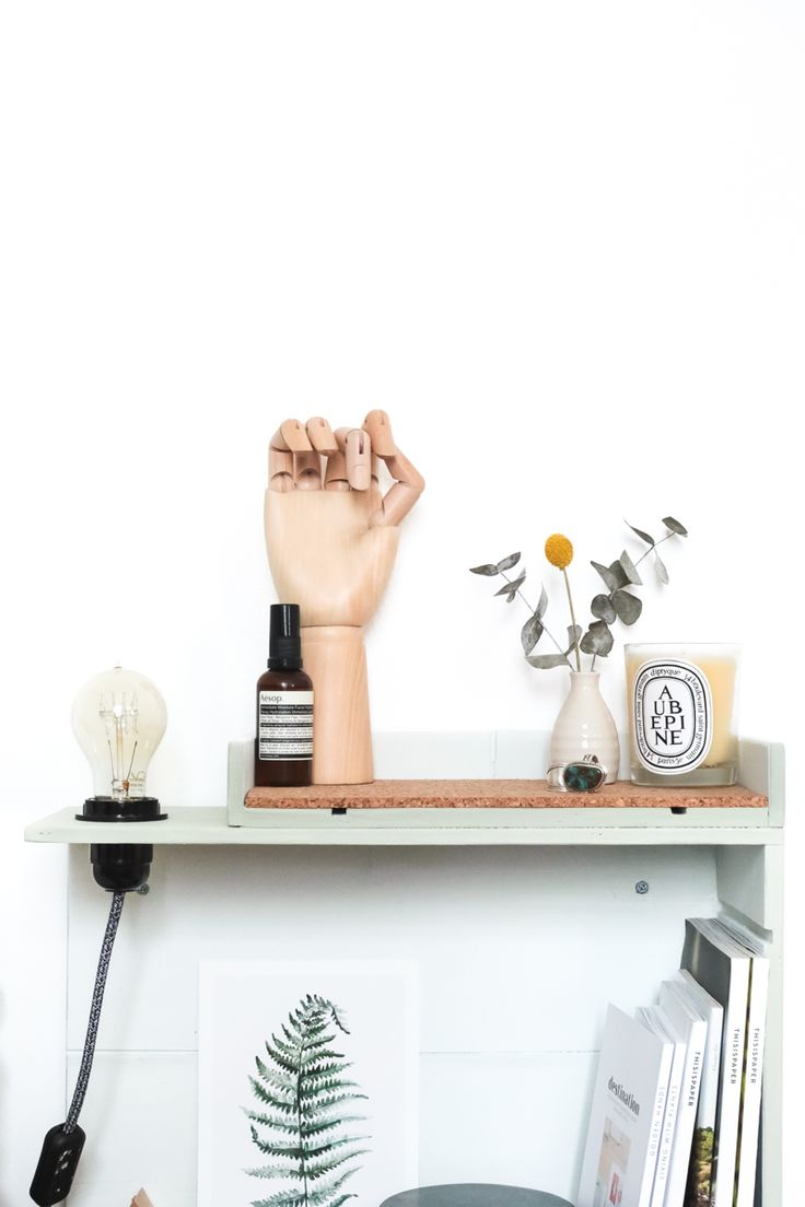 les 25 meilleures id es de la cat gorie table de chevet murale sur pinterest lampe de chevet. Black Bedroom Furniture Sets. Home Design Ideas