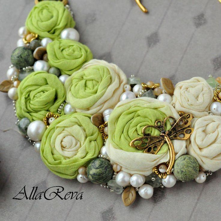 """Колье """"Весенняя зелень"""" - салатовый,желтый,колье,колье с розами,колье с цветами"""