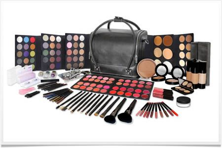 Mac makeup pro kit in Cosmetics - I would love to have this