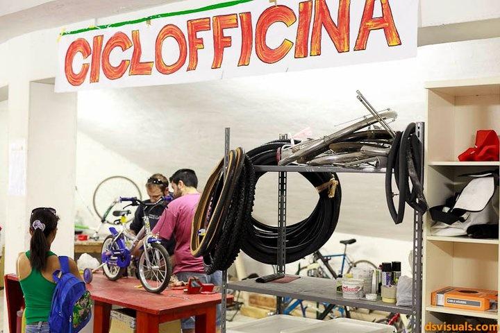 Ciclofficina Ponte Giallo. Anfiteatro della Martesana (Via Padova) Milano. Foto di Alessandro Della Savia / DS Visuals School.