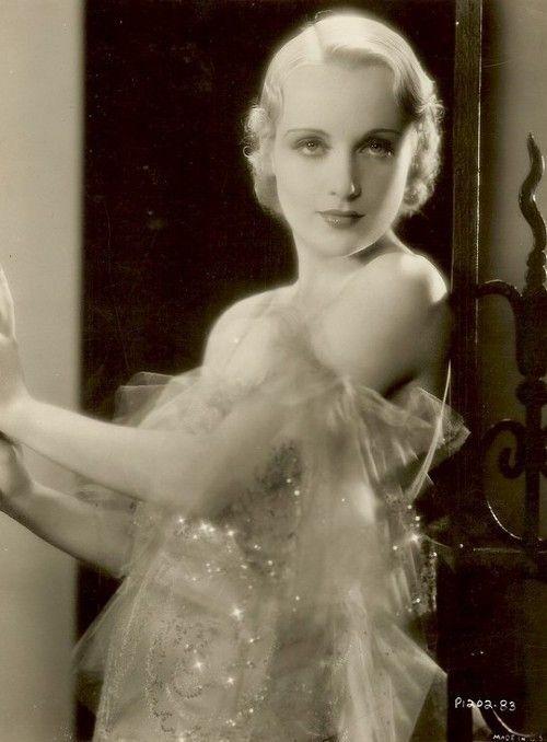 girlflapper:  Carole Lombard