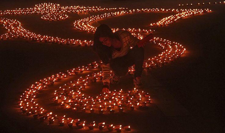 Фестиваль огней Дивали (огненная гроздь) прошел в Индии