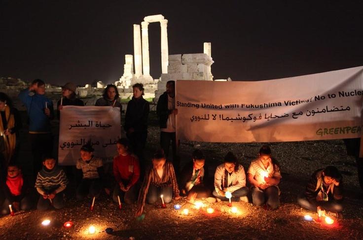 En Jordania, activistas de Greenpace recordaron a quienes fallecieron en la tragedia y pidieron energías alternativas.
