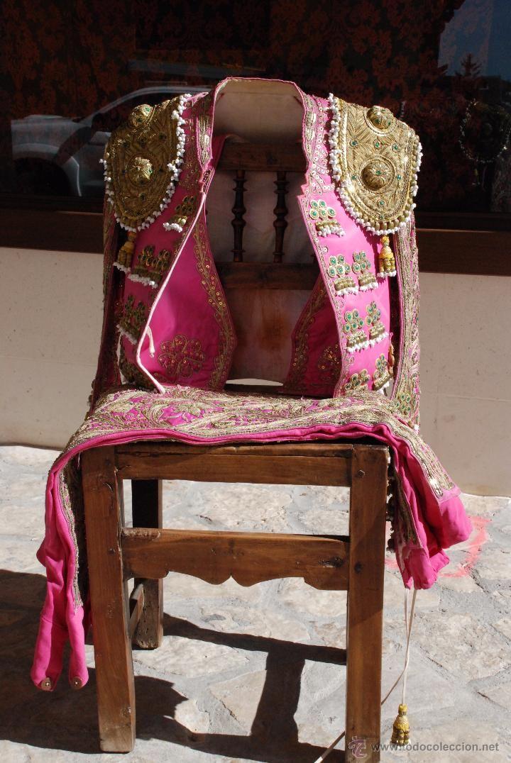 Tauromaquia: PRECIOSO Y ANTIGUO TRAJE DE LUCES - POSIBLE TORERO ALCARREÑO - BORDADOS - LENTEJUELAS - ORO - ROSA - - Foto 2 - 49115141