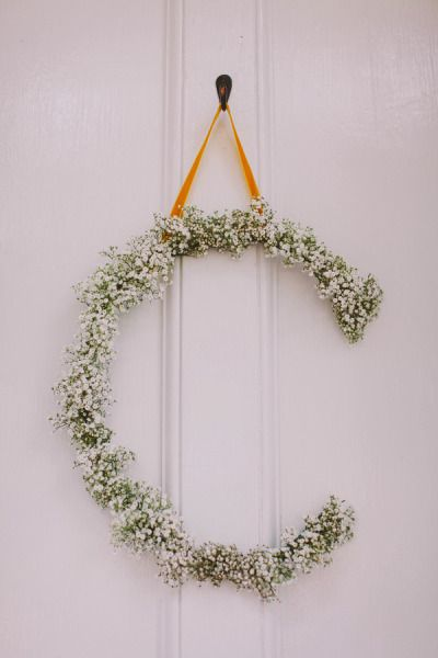 Pretty floral monogram wreath idea for the holidays - Photography by kathleenamelia.com, Planning by murphyweddings.com, Floral Design by fern-studio.com