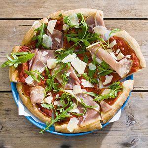 Pizza - Pizza rauwe ham, rucola en Parmezaanse kaas.
