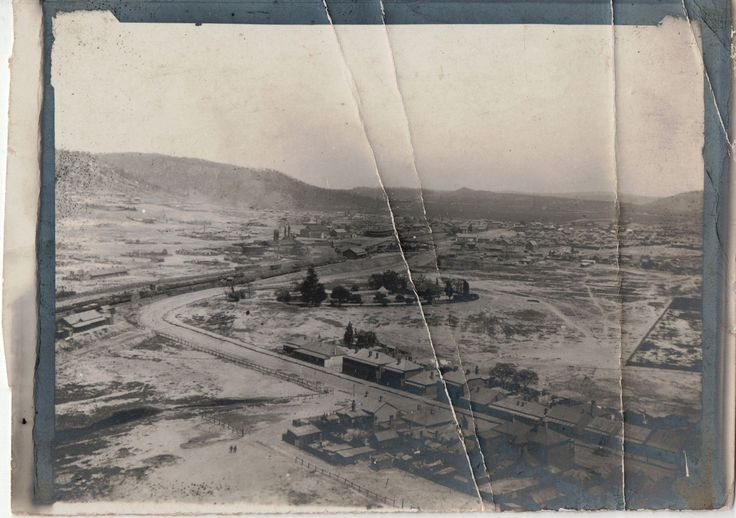 Written on the back of this Lithgow Mercury photo is 'Lithgow township 1905 from blast furnace site to gas works, Eskbank House centre, hospital hill on left Inch St
