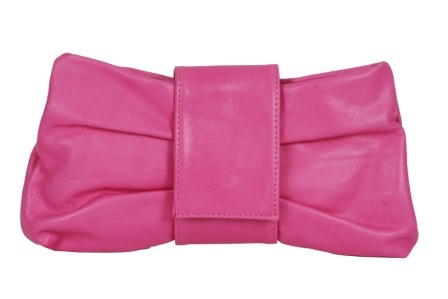 Clovis #kortrijk • Zeer mooie pulletjes in cashmere en andere hoogwaardige stoffen aan heel betaalbare prijzen en uitgebreide collecties lederen handtassen, fantasiejuwelen, sjaals... Elke 14 dagen nieuw aanbod!!