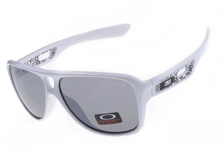 Oakley Dispatch II sunglasses white / gray iridium - Up to 86% off Oakley sunglasses for sale online, Global express delivery and FREE returns on all orders. #Oakley #sunglasses #cheapoakleysunglasses #mensunglasses #womensunglasses #fakeoakeysunglasses