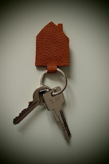 mooie sleutelhanger, leuk idee voor restjes (nep)leer