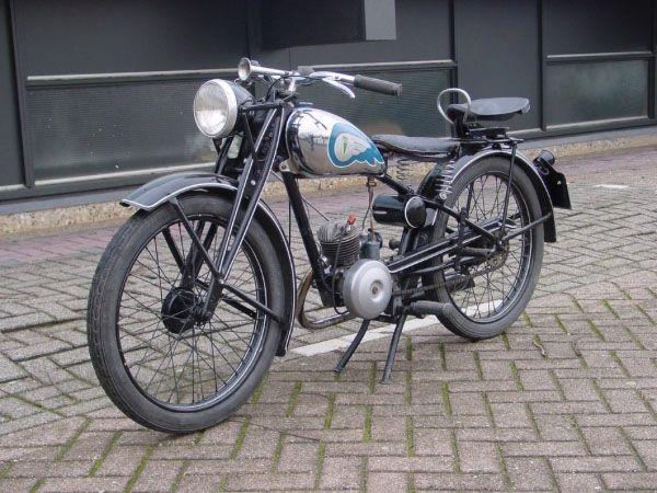 Afbeelding van http://www.basgriffioen.nl/brommers/visuals/okmoi/dkw_98cc_1938_2500.jpg.
