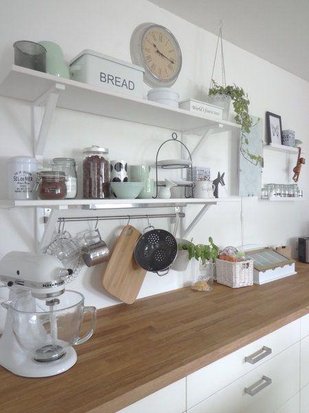 Küche mit neuem mintfarbenen Porzellan