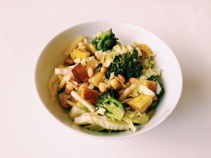 #80: Salada de soja e acelga – Ingredientes: soja cozida acelga fatiada batata doce assada com curry brócolis assado Tempero: azeite vinagre sal