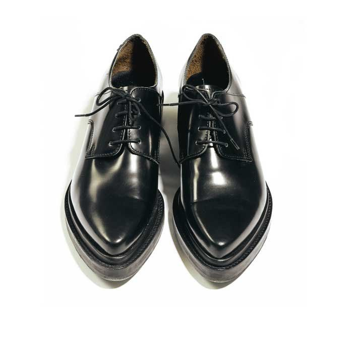 http://www.marieclaire.fr/photo/415535/2/derbies-acne-studios