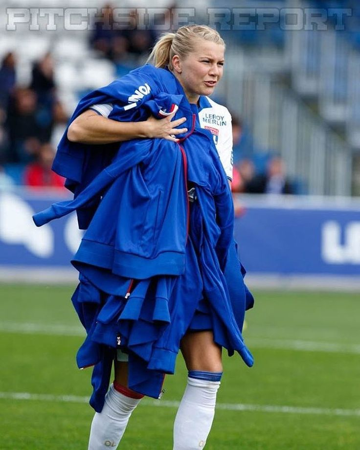 3,543 Likes, 18 Comments - Eugénie Le Sommer: @ahegerberg What a good teammate!! #TeamOL #strongviking || OL-PSG (May 12, 2017)