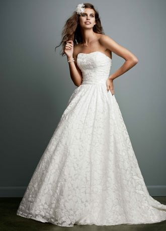Cute Head to toe lace with a full skirt and pockets this charming gown can be