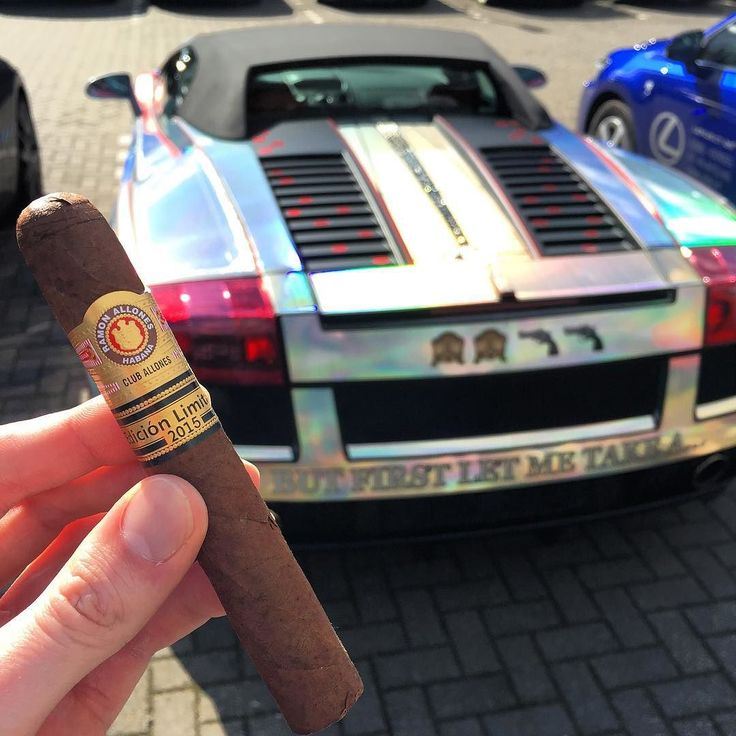 So that was the event @louwmanexclusive this is the famous @selfiecar . Now of the the next even and bbq. @scdoyerphotography is there to. by dutchcigars