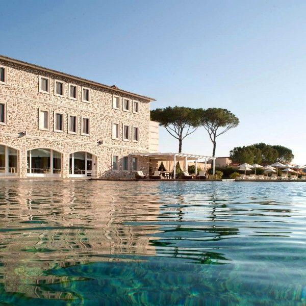 SPA&GOLF RESORT, hotel 5* a Saturnia. Asta per 1 notte per 2 persone in camera deluxe, colazione a buffet, sorgente termale, piscina, bagno turco e champagne.