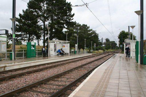 Croydon Tramlink tram stop at Arena