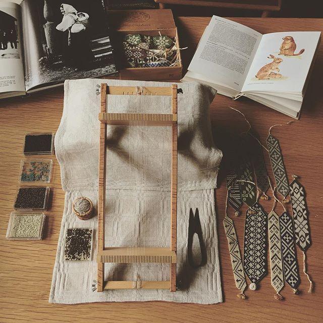 #mulpix March 29, 2016 Bead weaving - Bracelet ∵ 刺繍関連の活動を秋頃までお休みし、今日からビーズ織りの活動にシフトします。 最後にビーズを織った時からいつの間にか1年くらいの時が経っていました。 まずは、来月の素敵なイベントに参加させていただくため、納品用のブレスレットをこれから10点近く織る予定です。 イベントの詳細はまたあらためてお知らせ致しますが、Facebookのほうで少し触れていますので、よろしければプロフィール欄よりご覧下さい︎ 5月中にはkiccaのWebサイトでのビーズ織りアイテムの受注生産を予定しています。今回は50〜70点ほどを受注させていただきます。 久しぶりに織り機に糸を張りましたが、張り方を若干忘れてしまっていました(笑)。 少しずつ感覚を取り戻していきたいと思います。 先日、古書玉椿さんから届いた素敵な古書たちを、合間にパラリとめくりながら織ります。 ∵ #beadweaving ...