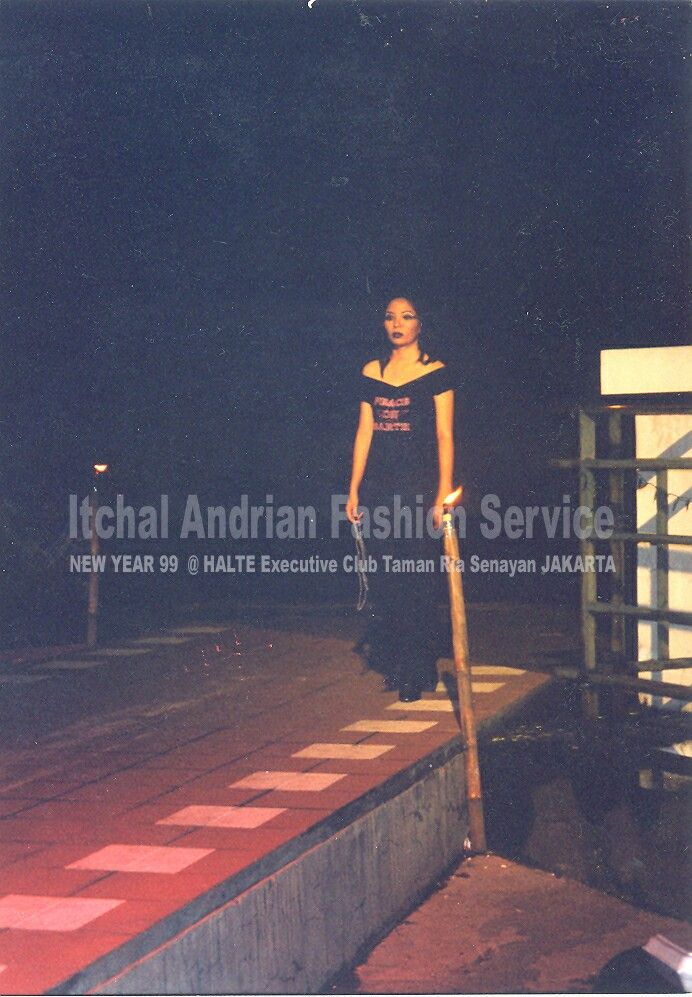 """Throwback Itchal andrian """"Gadis Malam""""; Casual, Gothic, Grunge Collection with little bit edge. In 1999 @Halte Taman Ria Senayan Jakarta."""