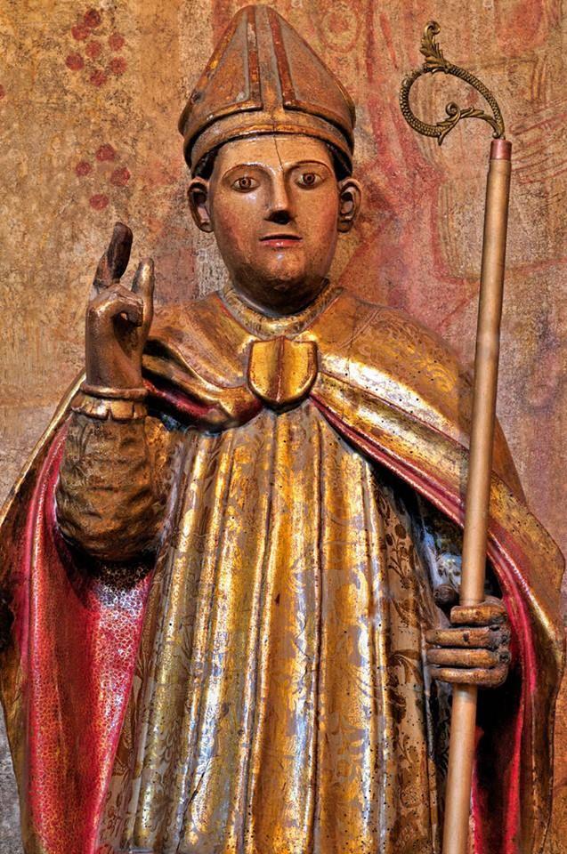 Imagem de São Nicolau de Bari em Portomarin, Espanha