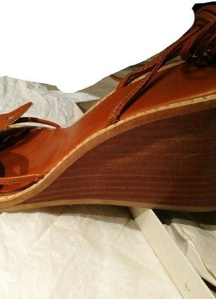 À vendre sur #vintedfrance ! http://www.vinted.fr/chaussures-femmes/compensees/26859384-sandales-a-lanieres-zara-p39