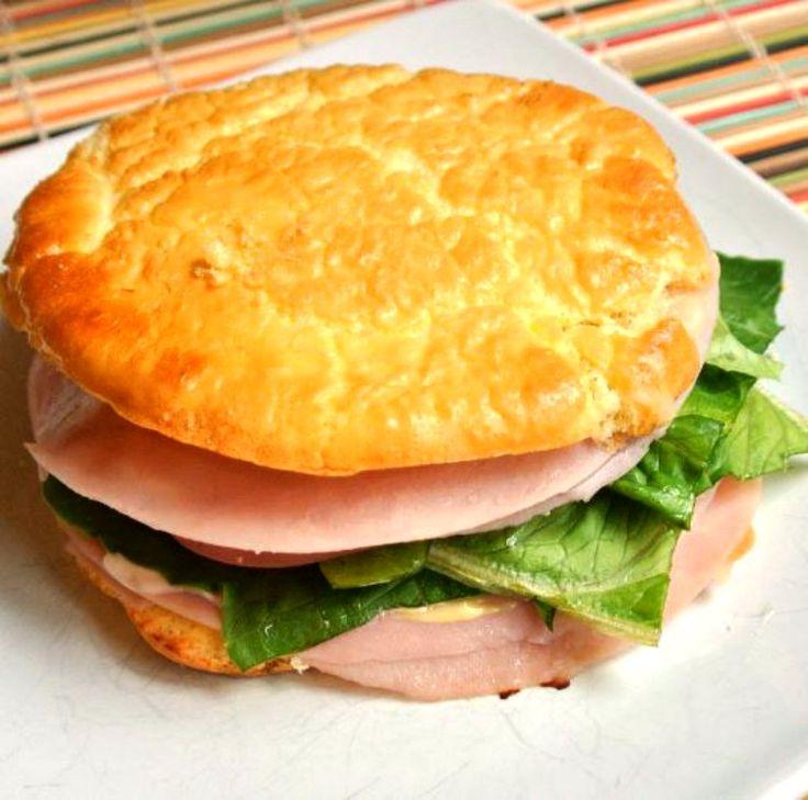 ¿Qué es el pan nube o cloud bread? En realidad no es pan ya que se elabora con huevos y queso, es bajo en hidratos de carbono