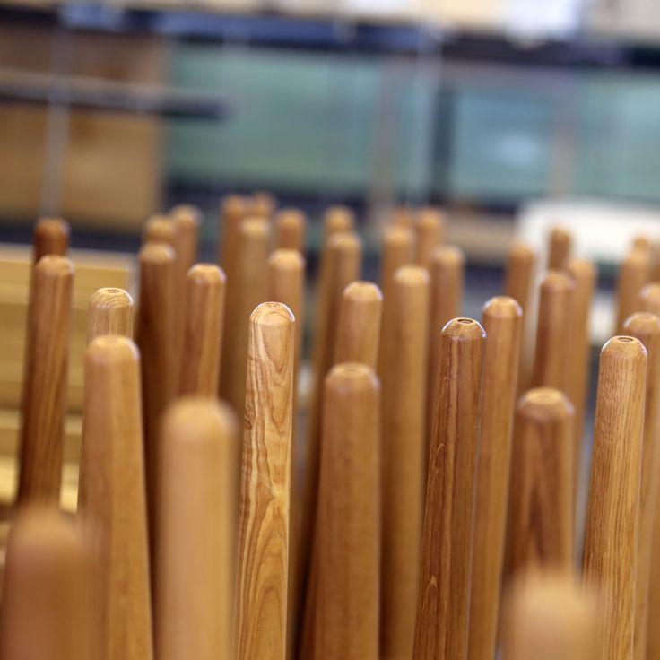 Työvaihe: Pöydän jalat kuivumassa pintakäsittelyn jälkeen | Craft: Table legs drying after final finishing Tuotantolinja: Pöydät | Production line: Dining  #pohjanmaan #pohjanmaankaluste #käsintehty