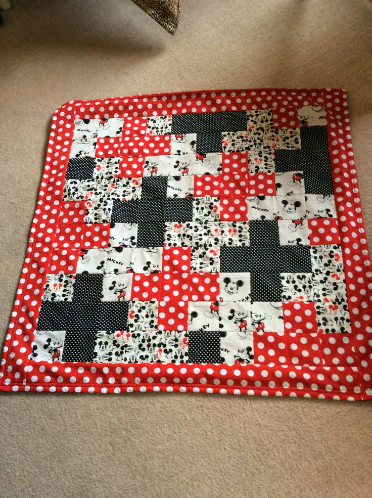 Mickey quilt with red white dotting border